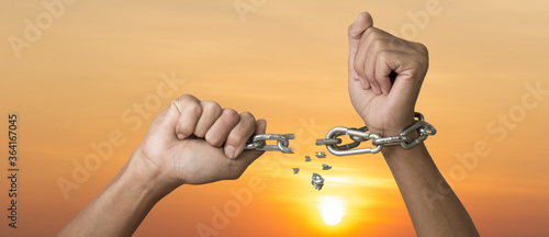 Photo Abstract of hands with  broken chain and sky sunrise background, Freedom and cha
