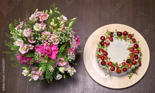 Obraz na plátne Birthday Fruit cake with bouquet