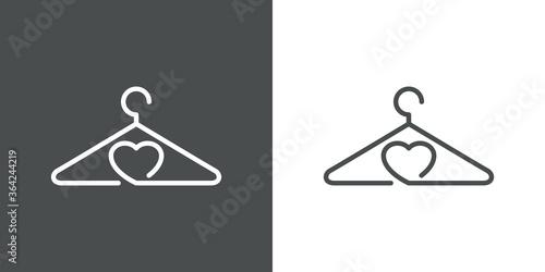 Fototapeta Concepto tienda de ropa. Logo lineal percha y corazón en fondo gris y fondo blanco obraz