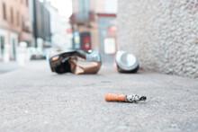 Mégot De Cigarette Jeté Au Sol