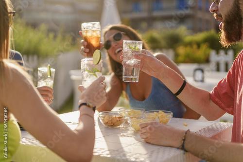 Obraz na płótnie Happy hour toasting