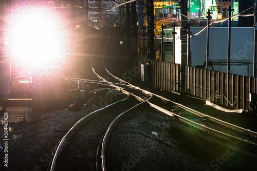 фотография 横浜桜木町駅、電車のライトと線路・日本