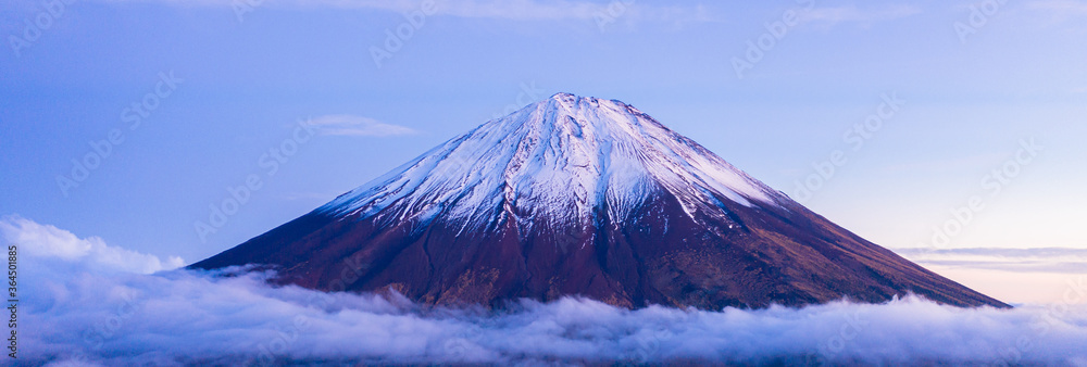 Fototapeta Beautiful scenic landscape of mountain Fuji or Fujisan in Yamanashi Prefecture, Japan