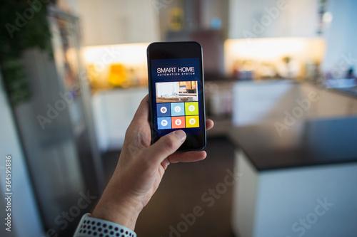Fényképezés POV Man using home automation on smart phone screen
