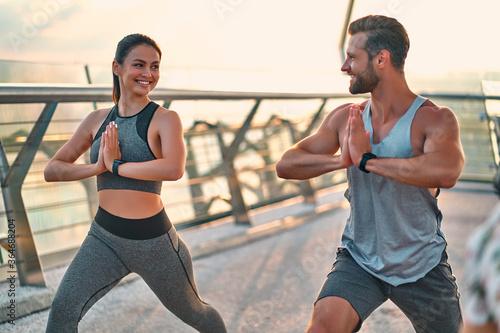 Obraz na plátně Couple doing sport on the street