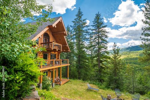 A 3 story log home with decks in the mountains near Coeur d'Alene, Idaho, USA Fototapeta