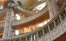 Prunkvolle Innenausstattung Der Wiederaufgebauten Frauenkirche