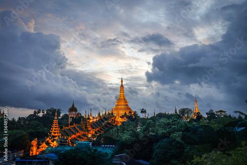 The golden Shwedagon Pagoda during blue hour twilight with dramatic sky cloud Slika na platnu