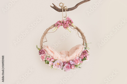 Obraz props for photographing newborns, a hanging ring on a branch with pink rose and leaves - fototapety do salonu