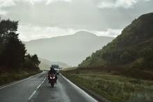 Paisaje De Montaña Y Carretera