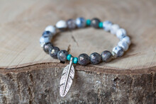 Faceted Labradorite Stone Beads Bracelet With Feather Silver Metal Pendant