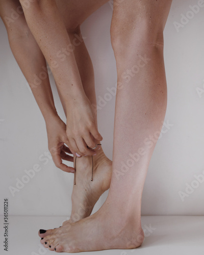 Fototapeta woman legs with no retouch obraz na płótnie