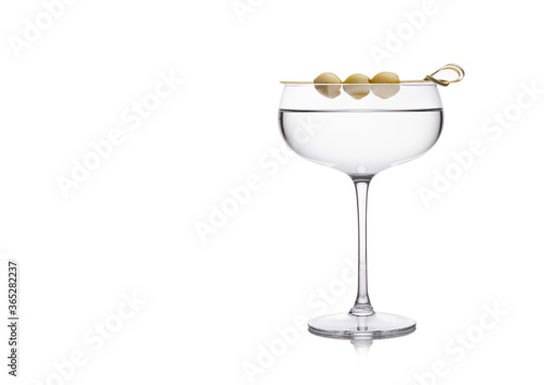 Fotomural Vodka martini gin cocktail in luxury crystal glass with olives on bamboo stick on white background with reflection