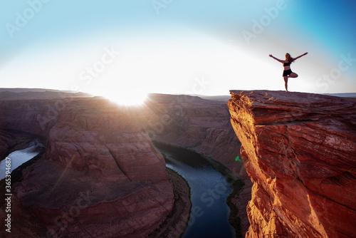 Photo Tourist woman on Glen Canyon on Arizona. Famous hiking place.