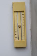 Altes Verblasstes Termometer