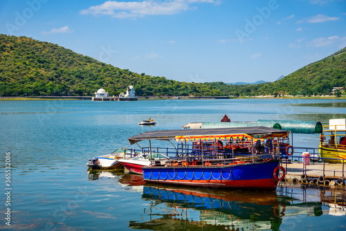 Fotografia, Obraz Mesmerizing view of Fateh Sagar Lake situated in the city of Udaipur, Rajasthan, India