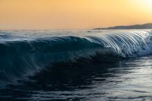 Clear Blue Ocean Tide Perfect ...