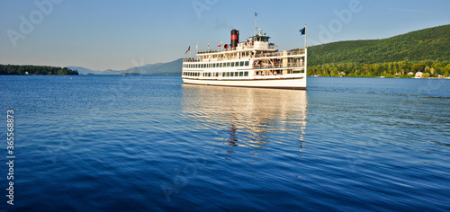 Fototapeta steamboat on the lake george