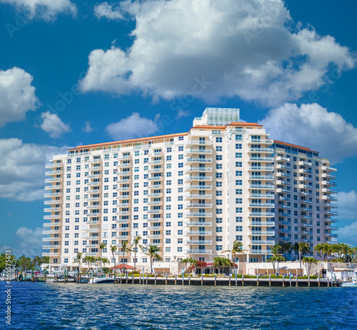 Canvas Print A Coastal Condo Building on the Intracoastal Waterway in Fort Lauderdale, Florid