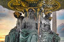Detalle Esculturas Fuente En L...