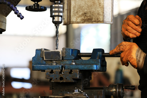 Photo Traditional vertical metal milling machine