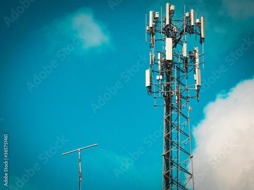 Valokuvatapetti cell phone tower