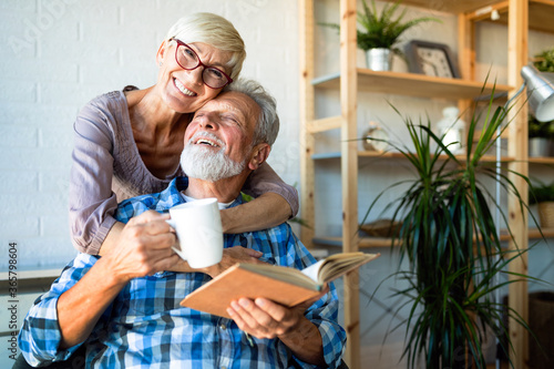 Fotomural Elderly couple in love