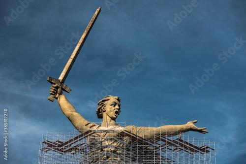 Statue The Motherland Calls under reconstruction Fototapet