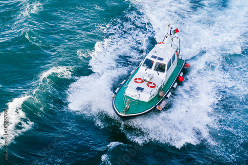Photo Small pilot boat approaching to disembark close to a Portuguese port