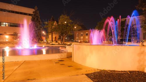 Valokuvatapetti Fountains and night lights.  Springfield, Illinois, USA