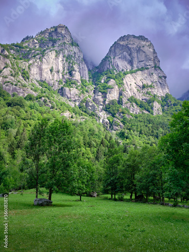 Photo Summer cloudy day in Val di Mello