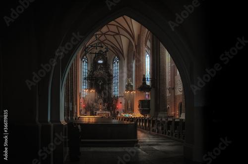 Fototapeta wnętrze katedry w Opolu obraz