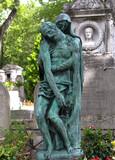 Fototapeta Fototapety Paryż - francja , Paryż , sierpień 2015 , cmentarz Pere Lachaise , rzeźba matki z synem na grobowcu