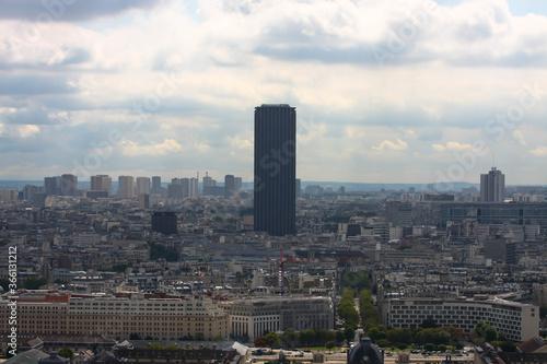 Francja , Paryż , sierpień 2015 , widok z wiezy Eiffla na Tour Montparnasse