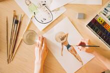 Illustrator Girl Draws In Wate...