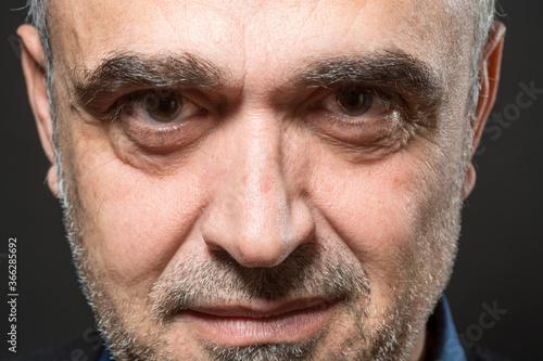 Fotografering Ritratto di uomo  di mezza età sorridente , isolato su sfondo nero