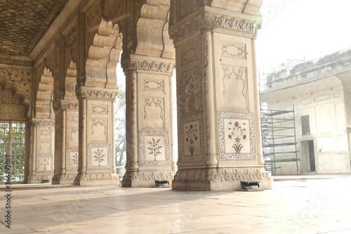 Платно Outside diwan reception hall with inlaid mosaic marble columns