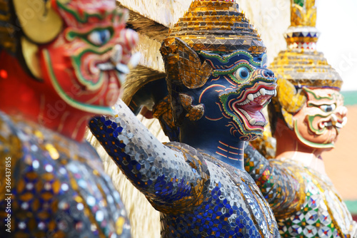 Fotografía colorful tradition demon statue which support golden pagoda