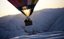 People In A Hot Air Balloon Mi...