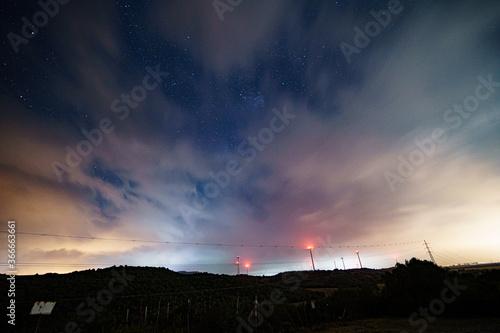 Cielo nocturno nubes monte antenas nublado tormenta invierno natural angular Fotobehang