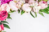 Fototapeta Kawa jest smaczna - Flat lay of flowers and green leaves