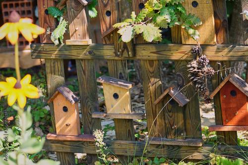 Photo nice wood birdhouse for the garden