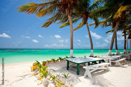 Beautiful tropical beach at Caribbean Billede på lærred
