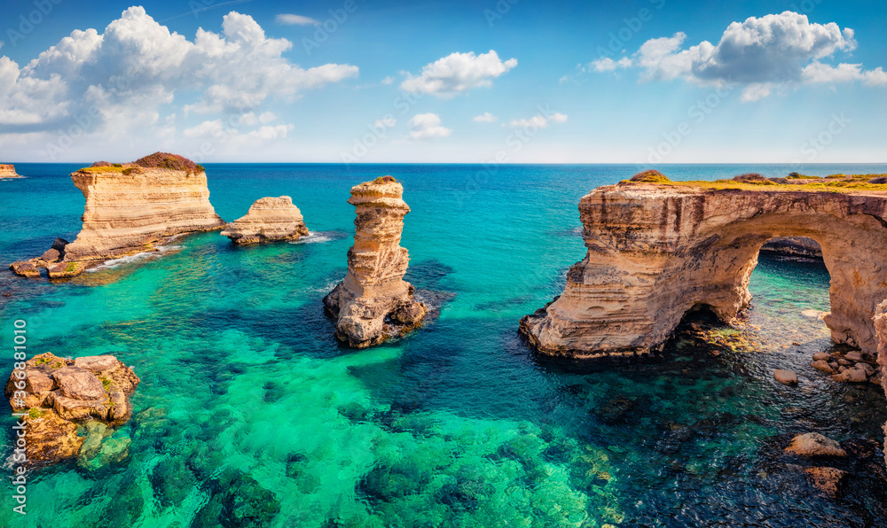 Fototapeta Exciting spring view of popular tourist attraction - Torre Sant'Andrea. Fabulous morning seascape of Adriatic sea, Torre Sant'Andrea village location, Apulia region, Italy, Europe.