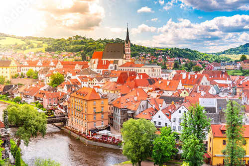 Panoramic view of Cesky Krumlov with St Vitus church in the middle of historical city centre Fototapet