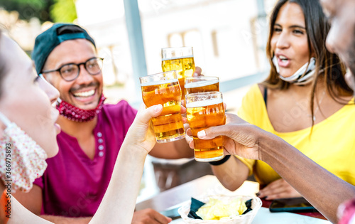 Canvas Friends toasting beer glasses with opened face masks - New normal lifestyle conc