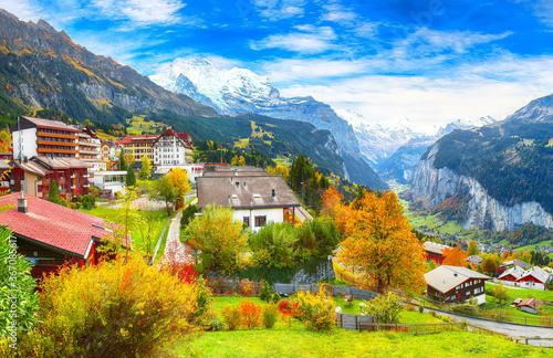 Stunning autumn view of picturesque alpine village Wengen Canvas-taulu