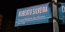 Placa Da Praça Roberto Silvei...