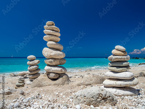 Fototapeta Balanced stones at the beach obraz