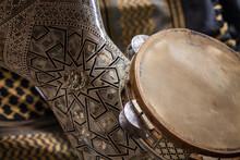 Instrumentos Árabes De Percussão Em Madrepérola E Madeira.